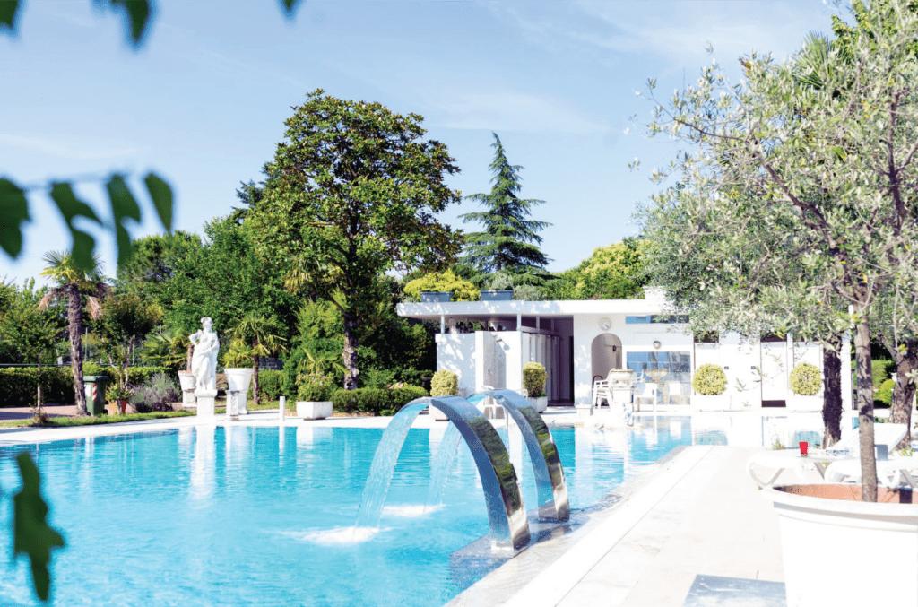 Bể bơi và khu vui chơi giải trí
